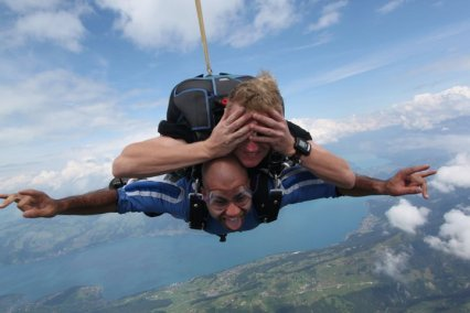 sky-diving-over-the-alps